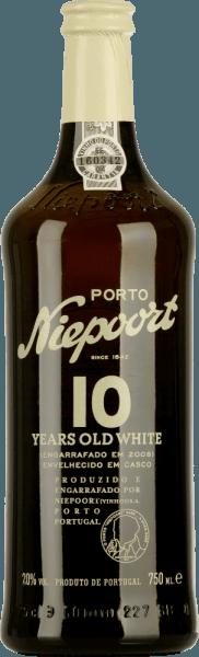 Niepoort White 10 Years Old Port je vinifikovaný z Arinto, Códega, Gouveio, Rabigato, Viosinho a ďalších bielych portugalských odrôd hrozna. V skle tento port žiari v žiarivom zlate so šumivými zvýrazneniami. Výrazná kytica odhaľuje tóny suchého ovocia - najmä sušené fíky vystupujú do popredia - ako aj pomarančové šupky. To je sprevádzané vôňou pražených vlašských orechov a karamelizovaných mandlí. Kvetinové nuansy dopĺňajú komplexné spektrum aróm. Na poschodí lichotí jemné a vyvážené osobnosti. Živá kyslosť dokonale harmonizuje s vyváženou sladkosťou. VinifikáciaNiepoortWhite 10 rokov starého prístavu Rôzne hrozná pre toto prístavné víno sa starostlivo zbierajú ručne a prinášajú do vínnej pivnice v Niepoorte. Hrozno tam zostáva na kaši dlhú dobu a tlačí sa nohami podľa tradičných metód. S prídavkom brandy sa tento biely prístav skladuje vo veľkých drevených krmivách spolu jeden rok. Zrenie prebieha po 7 až 15 rokoch skladovania v tradičných dubových sudoch. Odporúčanie jedla pre PortNiepoortWhite 10 rokov starý Vychutnajte si toto polosuché portské víno so všetkými druhmi dezertov, dobre vychladené ako aperitív alebo len sólo.