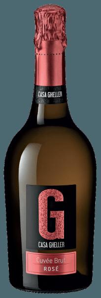 S Casa Gheller Cuvée Brut Rosé Spumante prichádza do pohára prvotriedne šumivé víno. Ponúka nádherne brilantnú platinovú žltú farbu. Toto šumivé víno zo Starého sveta, ideálne naliate do pohára na šampanské, predstavuje nádherne mladistvú a voňavú vôňu ostružiny, čierneho ríbezle, moruše a čučoriedok, doplnenú ďalšími ovocnými nuansami. Cuvée Brut Rosé Spumante možno správne opísať ako obzvlášť ovocné a zamatové, pretože bolo vinifikované nádherne sladkou chuťou. Svetlonohé a komplexné, toto vyvážené šumivé víno sa prezentuje na poschodí. Vďaka živej ovocnej kyseline sa cuvée Brut Rosé Spumante prezentuje na poschodí nádherne svieže a živé. Vinifikácia cuvée Brut Rosé Spumante od Casa Ghellera Elegantné cuvée Brut Rosé Spumante z Veneta je založené na hrozne z hrozna Glera, Merlot a Pinot Noir. Hrozno rastie v optimálnych podmienkach vo Venete. Tu vinič kope svoje korene hlboko do pôdy sedimentárnej a zväčšujúcej horniny. Po zbere hrozna sa hrozno okamžite dostane do tlačiarne. Tu ste triedené a starostlivo mleté. Fermentácia sa potom vykonáva v nádrži z nehrdzavejúcej ocele pri kontrolovaných teplotách. Po kvasení nasleduje niekoľko mesiacov dozrievanie jemných kvasiniek predtým, ako sa víno napokon naplní do fliaš. Odporúčanie potravín pre Cuvée Brut Rosé Spumante od Casa Gheller Toto talianske šumivé víno by sa malo vychutnať veľmi dobre chladené pri teplote 5 - 7°C. Ide perfektne ako sprievodné víno so smaženým pstruhom so zázvorovou hruškou, hrncom na rum alebo ovocným endíviovým šalátom.