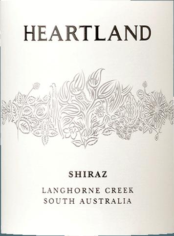 Heartland Shiraz z Langhorne Creek je veľkolepá klasika od hviezdneho enológa Bena Glaetzera. Toto odrodové a očarujúce austrálske červené víno sa v pohári prezentuje v intenzívnej karmínovej farbe a vyžaruje výraznú vôňu zrelých sliviek, čiernych ríbezlí a iných tmavých plodov. Zvodné tóny tabaku a čokolády dopĺňajú kyticu Heartland Shiraz Langhorne Creek. Na poschodí, Heartland Shiraz z Langhorne Creek naozaj vyvoláva. Opäť koncentrované ovocné arómy, jemné taniny a vitálna ovocná kyselina, aby ste chceli viac. Vinifikácia Heartland Shiraz Langhorne Creek Po zbere sa hrozno Shiraz drví a fermentuje v nerezovej nádrži. Toto červené víno potom zreje 14 mesiacov v čiastočne nových amerických a francúzskych dubových sudoch. Odporúčanie jedla pre Shiraz Langhorne Creek Južná Austrália z Heartlandu Vychutnajte si toto červené víno z Austrálie so smaženým hovädzím alebo jahňacím mäsom. Ocenenia pre HeartlandShiraz Langhorne Creek James Halliday: 92 Body za rok 2015 CWSA: Double Gold za rok 2015 James Halliday: 90 Body za rok 2014