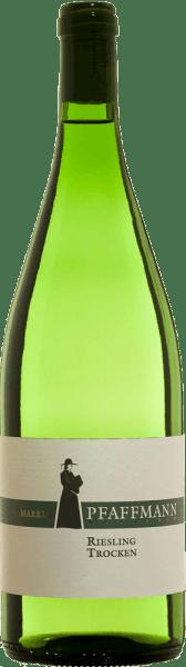 Kvalitné víno Riesling suché  z Markus Pfaffmann má svetlú farbu so zelenými nuansami. Kytica odzrkadľuje pozoruhodnú typickú odrodu hrozna s chladným nosom so zeleným jablkom a nádychom minerálnych citrusov a bylinnosti.Chuť je číra, svieža a šťavnatá s intenzívnou bylinnou mineralitou a animovaným kandovaným citrusovým ovocím. Vyznačuje sa kompaktným, šťavnatým telom s pevným jadrom a zároveň pôsobí rasovo a stimulačne. Odporúčame ho s jemnými letnými šalátmi, čerstvou špargľou,pikantnými quiches,morskými plodmi,varenými rybími pokrmami a jemnými syrmi.