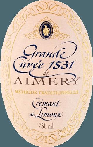 Plné krémové ružové z Sieur d 'Arques s radom jasných plodov v kytici na červené bobule na poschodí, nádherná štruktúra zarámovaná do ušľachtilého vzhľadu dokonale krémová perlage. Crémant Rosé Brut Grande Cuvée 1531 sa objavuje v žiarivom odtieni lososa v skle. Živý a svieži, stretáva nos elegantne voňajúci bielymi kvetmi, broskyňami a jasným ovocím. Počuť možno aj jemné náznaky sladkých čerešní. Je dobre štruktúrovaná a plná na poschodí. TentoCrémant de Limouxvytvára vôňu červeného ovocia, ako sú jahody, červený ríbezľa a čerešňa, ktoré pochádzajú z Pinot Noir. Jeho nezabudnuteľná živosť sa odráža v jeho jemnom Mousseux, ktorý dlhotrvajúci s jemnou kyslosťou charakterizuje ozvenu. Všade okolo nádherného šumivého vína, ktorého šarm sa prejavuje svojou hojnosťou a štruktúrou ako vyvážený charakter. Vinifikácia Grande Cuvée 1531 Brut Rosé Vinohradnícke družstvo Sieur d 'Arques má ďalekosiahlu povesť. Ako jeden z najdôležitejších výrobcov vína v regióne Limoux vytvára od roku 1990 dve vynikajúce Grande Cuvées 1531 Brut a Grande Cuvée 1531 Rosé Brut. Štyri stredomorské terroire s rôznymi výhodami a klimatickými podmienkami ponúkajú bohatý repertoár pre zimnú virtuozitu a zabezpečenie kvality jednotlivých vín. To ukazuje je zapísaný v dvoch Crémants riadku 1531. Názov 1531 odkazuje na objav kvasenia šampanského mníchmi opátstva St. Hilaire neďaleko Limouxu v roku 1531. Družstvo Sieur d 'Arques, založené v roku 1946, zamestnáva špičkových enológov, ktorí navyše garantujú vynikajúce produkty. Grande Cuvée 1531 Crémant Rosé Brut de Limoux používa okrem odrôd hrozna Chardonnay a Chenin Blanc aj červený Pinot Noir. Vzhľadom na veľmi krátky čas kašovania sa po stlačení vytvorí ruženec muštu. Po prvom kvasení prebieha kvasenie vo fľaši, ktoré je tiež známe ako tradičná métoda. Šumivé víno sa necháva na kvasinkách 12 mesiacov pred rozpustením skladu. Odporúčanie jedla pre Grande Cuvée Rosé 1531 Vychutnajte si ho pri teplote 7 alebo 8°C ako aperitív, ako spoločník na slnečné več