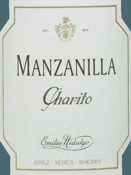 Charito Manzanilla Emilia Hidalga je osviežujúca, suchá sherry z odrody hrozna Polomino Fino (100%) V pohári toto víno svieti v jasnej slamenej žltej s trblietavými odrazmi. Nos si užíva voňavé tóny žltého kôstkového ovocia a orechov. Na poschodí je táto sherry ľahká a elegantná s dlhým ozvením. Vinifikácia Emilia HidalgoCharito Manzanilla Ručne zberané hrozno sa odstraňuje, jemne lisuje a mušt z neho vyrobený sa fermentuje teplotou regulovaným spôsobom v nerezovej nádrži. Toto mladé víno sa potom odčerpá, nastrieka a umiestni do amerických dubových sudov na prvé zrenie. Sudy sú naplnené len do určitej miery (maximálne 85%), aby sa mohla vyvinúť charakteristická hromada (kvasinková vrstva), ktorá víno vzduchotesne utesní a dodá mu špecifickú vôňu sherry. Po dozretí sa toto víno prevedie do tradičného systému Solera, v ktorom sherries rovnakého typu dozrievajú v sudoch usporiadaných jeden nad druhým počas troch až desiatich rokov. Najstaršie vína sa skladujú v dolných sudoch (Solera), zatiaľ čo najmladšie vína sa skladujú v horných radoch (Criaderas). Sherry určené na predaj sa vždy odstraňujú z dolných sudov. V tomto prípade sa však odstráni len malá časť (maximálne jedna tretina) a odstránená časť sa potom naplní sherry z horných riadkov. Celý princíp pokračuje do najvyšších sudov, kde sa mladé víno, Mosto, pridáva do sherry. Odporúčania týkajúce sa potravín pre Manzanilla Charito odEmilia Hidalga Táto suchá sherry zo Španielska chutí najlepšie vychladnuté a hodí sa k tapas, ryby a morské plody ako aperitív.
