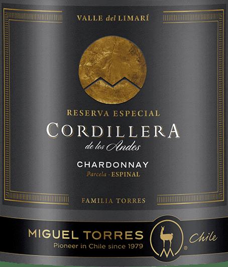 Cordillera Chardonnay od Miguela Torresa z Čileleskne toto víno v lesklej slamenej žltej s jemnými zlatými zvýrazneniami. Kytica ponúka nádhernú rozmanitosť vôní. Predstavuje čerstvý grapefruit spolu s bielymi ríbezľami a šťavnatými broskyňami - sprevádzané ovocnými kvetmi a elegantným jemným nádychom pražených lieskových orechov. Na poschodí toto čílske biele víno predstavuje šťavnaté, plné telo s roztavenou smotanovou textúrou. Vôňa nosa je tiež nádherne prítomná a dokonale vyvažuje s živou kyslosťou. Dlhé finále sprevádzajú ovocné tóny kôstkovíc a citrusových plodov. Vinifikácia Torres Cordillera Chardonnay Hrozno pre Cordillera Chardonnay Miguela Torresa Čile pochádza z Valle de Limari vCoquimbo.Zber hrozna Chardonnay pre toto biele víno sa uskutoční koncom februára. Zberaný materiál sa ihneď prenesie do vínnej pivnice a jemne sa tam lisuje. Fermentácia a dozrievanie tohto bieleho vína prebieha v oceľových nádržiach aj v drevených sudoch. 54% tohto bieleho vína pochádza z francúzskych dubových sudov a 46% z nich sa fermentuje a dozrieva v nerezových nádržiach. Dubové drevo dodáva tomuto vínu harmonickú rovnováhu - nerezová nádrž na čerstvé hroznové ovocie.Biologický rozklad kyseliny sa v tomto víne vynecháva - víno dozrieva na jemných kvasinkách. Odporúčania týkajúce sa potravín pre Chardonnay Miguel Torres Chile Cordillera Vychutnajte si toto suché biele víno z Čile s údeným pstruhom alebo lososom, čerstvými morskými plodmi v krémových omáčkach alebo s pečenými rybami.