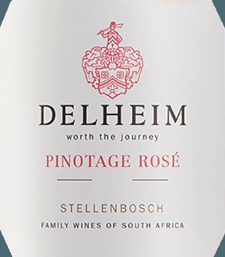 """Pinotage Rosé by Delheim Wines sa prezentuje v žiarivej svetlo ružovej farbe. Jedinečne hustá, voňavá kytica tohto ružového vína z Južnej Afriky pripomína ovocný košík plný sladkých červených malin, brusníc, lesných jahôd a šťavnatých ľahkých sladkých čerešní. Na poschodí sa toto Pinotage Rosé prezentuje čerstvé, ovocné, šťavnaté a okrúhle. Zasraná čerstvá ovocná kyselina stojí v ceste jemnej, nádherne roztavenej sladkosti, ktorá dokonale vyvažuje toto ružové z plášťa. Vinifikácia Pinotage Rosé von Delheim Táto klasika je vinifikovaná od roku 1976. V tom čase Michael """"Spatz"""" Sperling a jeho žena Vera vytvorili skutočnú klasiku, keď v prvom roku vytvorili Pinotage Rosé. Pravidelné ocenenia a viacnásobné ocenenia ako najlepšie ružové ocenenie roka (magazín Weinwirtschaft) urobili z Pinotage Rosé legendu.Hrozno Pinotage pre toto víno rastie na expresívnej hlinenej a piesočnatej pôde v obci Muldersvlei Bowl v legendárnej pestovateľskej oblasti Stellenbosch. Delheim Rosé sa z veľkej časti vinifikuje z odrody červeného vína Pinotage, ktorá je obzvlášť typická pre Južnú Afriku a do ktorej sa pridáva malý podiel voňavého hrozna Muscat. Hrozno sa pred kašou zbiera ručne a vyberá sa znova. Bobule sa potom rozdrvia, mušt sa nechá len krátko na šupkách a jemne ružový mušt sa potom fermentuje. Odporúčanie jedla pre Delheim Pinotage Rosé Vychutnajte si toto ružové sólo ako aperitív alebo s cevichom, penovou polievkou zo žltého korenia, chorizo carbonara a morčacím gyroskopom. Toto očarujúce ružové je vyrobené z 90% pinotage a 10% muscat."""
