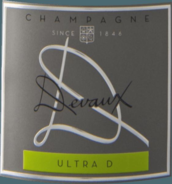 Ultra D Extra Brut z vinohradníckeho regiónu Champagne sa ponúka v pohári v brilantne žiarivo zlatožltej farbe. Farba tohto šumivého vína tiež ukazuje reflexy v strede. Nos predstavuje toto šampanské Devaux Champagne všetky druhy quinces, hrušky, nashi hrušky a jablká. Ako keby to ešte nebolo pôsobivé, pridajte pražené mandle, lesnú pôdu a briošku. Šampanské Devaux Ultra D Extra Brut zaujme svojou elegantne suchou chuťou. Bol umiestnený na fľašu len s 3 gramami zvyškového cukru. Ide o skutočne kvalitné víno, ktoré sa jasne odlišuje od jednoduchších kvalít, a preto tento Francúz prirodzene očarí najlepšou rovnováhou v celej sušine. Chuť nemusí nutne vyžadovať veľa cukru. Na jazyku sa toto svetlonohé šampanské vyznačuje neuveriteľne roztavenou a krémovou textúrou. Vďaka miernej ovocnej kyslosti Ultra D Extra Brut lichotí zamatovým poschodím bez toho, aby chýbala čerstvosť. Finále tohto zrelého šampanského konečne presvedčí krásnym ozvením. Vinifikácia Ultra D Extra Brut od Champagne Devaux Toto elegantné šampanské z Francúzska je vyrobené z hrozna Chardonnay a Pinot Noir. Po zbere hrozno dorazí do vinárstva najrýchlejším spôsobom. Tu budete vybraní a starostlivo rozdelení. Fermentácia sa potom vykonáva fermentáciou vo fľaši pri kontrolovaných teplotách. Odporúčané jedlo pre Champagne Devaux Ultra D Extra Brut Tento Francúz by si mal vychutnať veľmi dobre vychladnutý pri teplote 5 - 7°C. Je ideálny ako spoločník k ovocnému endívovému šalátu, špagetám s jogurtovým mätovým pestom alebo špargľovému šalátu s quinoou. Ocenenia za Ultra D Extra Brut od Champagne Devaux Okrem pomeru ceny a kvality sa toto víno Champagne Devaux môže pochváliť aj oceneniami, vrátane medailí a najlepších hodnotení nad 90 bodov. Podrobnejšie sú to Decanter Awards - Gold James Suckling - 93 bodov