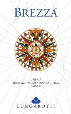 Brezza Umbria Bianco IGT - Fattoria del Pometo od Lungarotti svieti svetložltou farbou s jemnými, zelenými odrazmi v pohári. V nose sa mladistvo prezentuje s jemnou vôňou šťavnatého ovocia, broskyne, zeleného jablka a elegantnými kvetinovými tónmi v pozadí. Na poschodí toto biele víno z Umbrie inšpiruje živou, jemnou kyslosťou, strednej štruktúry, plné a ovocné, mäkké a osviežujúce vo finále, takmer sladký tón v dlhotrvajúcom povrchu. Vinifikácia Brezza Umbria Bianco IGT Fattoria del Pometo spoločnosťou Lungarotti Toto svieže mladé biele víno sa vinifikuje z odrôd Grechetto, Chardonnay, Pinot Grigio a iných odrôd bieleho hrozna pestovaných v jednej z vinohradov rodiny Lungarotti Fattoria del Pometo na piesočnatých, stredne hlbokých pôdach. Zber sa vykonáva ručne, expanzia v nádržiach z nehrdzavejúcej ocele procesom macerácie za studena. Toto čerstvé a ľahko pitné biele víno je jedným z prvých, ktoré vás pozýva vychutnať si jeseň, krátko po zbere úrody a mnoho mesiacov pred ostatnými bielymi. Odporúčania týkajúce sa potravín pre Brezza Umbria Bianco z Lungarotti Vietor ruža na štítku pripomína námorníctvo a zároveň ukazuje, kde toto víno chutí najlepšie: na mori, na pláži, na párty. Vychutnajte si toto víno s carpaccio z vlčieho barša, makrelou, ryžou so zeleninou, cestovinami s rybími paradajkami a bazalkou, cestovinovým šalátom, platesou s petržlenom a citrónom alebo pokrmami s ľahkým mäsom.