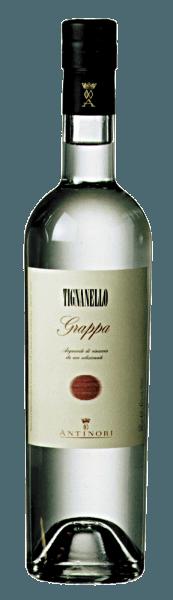 Grappa Tignanello od Marchesi Antinori svieti krištáľovo jasné, na nos typické arómy hrozna Sangiovese a Cabernet, na poschodí mäkké, teplé, ovocné, s dlhým, príjemným povrchom. Výroba grappa Tignanello Marchesi Antinori Táto jemná a aromatická grappa sa destiluje z výliskov hrozna zozbieraného z vinice Tignanello na víno rovnakého názvu. Fermentované výlisky sa destilujú bezprostredne po odstránení vína z nádob a zodpovedajúcom lisovaní hrozna. V dôsledku toho sa používajú len tie najkvalitnejšie výlisky, bohaté na alkohol a predovšetkým na aromatické zložky. Z grappy destilovanej z rôznych šarží výliskov sú len najlepšie, najjemnejšie a najviac aromatické destiláty mleté a plnené do fliaš ako grappa Tignanello.Grappa Tignanello je k dispozícii v obmedzených množstvách. Odporúčania pre Grappa Tignanello od Marchesi Antinori Vychutnajte si tento jemný Tignanello grappa ako tráviaci prostriedok po peknom jedle, na Vianoce alebo na špeciálnu príležitosť, možno dokonca ako korunovačný záver po jedle sprevádzanom Tignanello.