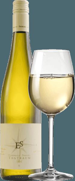 Cuvée Tagtraum od Ellermann-Spiegel je vinifikovaný Frankom Spiegelom z Auxerrois a Pinot Blanc a prichádza do pohára so svetlou citrusovou žltou. Nos tohto dobre vysušeného, slávneho palatinátu bieleho vína je určený zrelou hruškou a všetkými druhmi tropického ovocia, ako sú liči, mango a mandarínky. Na poschodí je Ellermann-Spiegelov denný sen nádherne chutný, šťavnatý a ovocný. Exotické ovocné arómy, tavenie a vnútorná hustota tohto vína vás pozývajú snívať. Polosuchý chuťový profil zaisťuje neuveriteľný tok pitia. Rovnováha sladkosti a čerstvej kyslosti je perfektná. Vinifikácia bieleho vína Daydream by Ellermann-Spiegel Denný sen Ellermann-Spiegel je vinifikovaný výlučne v nerezovej nádrži, a preto ma fascinuje absolútne bezvadnou ovocnou arómou. Auxerrois poskytuje výraz a ovocie, zatiaľ čo Pinot Blanc dáva vínne telo bez toho, aby to vyzeralo príliš tučné. Odporúčanie jedla pre biele víno cuvée daydream od Ellermann-Spiegel Vychutnajte si denný sen Franka Spiegela s ázijskými jedlami, či už vietnamskými alebo thajskými.
