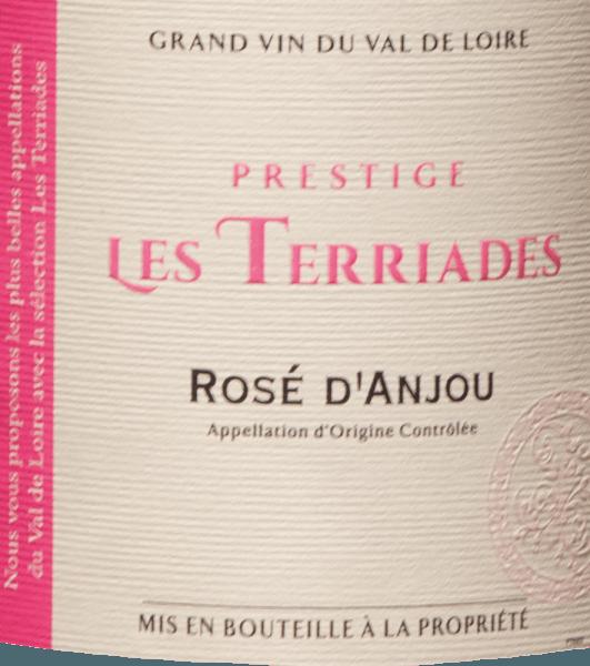 AOC Rosé d 'Anjou Les Terriades z Les Caves de la Loire je ovocné ružové víno z Francúzska z odrôd hrozna Groslot a Gamay. V pohári sa jemne leskne ružová s fialovými odrazmi. Na nose sa nachádza ružová kytica s vôňou bobúľ, malin, lesných jahôd a egrešov s miernymi korenistými tónmi v pozadí. Na poschodí svieže a šťavnaté s plným ovocím a jemnou sladkosťou, elegantné a vyvážené. Odporúčanie jedla pre Rosé d 'Anjou Les Terriades Les Caves de la Loire Tento ovocný Francúz z údolia Loiry sa odporúča ako aperitív s ľahkými predjedlami, dezerty s ovocím alebo exotickými jedlami.