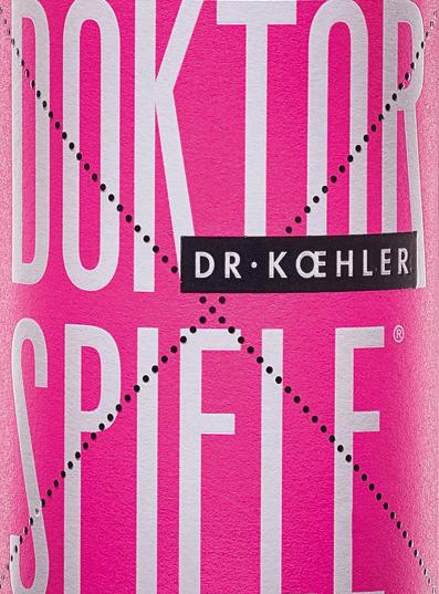 Doktorská hra Dr. Koehlerovej Rosé svieti trblietavým ružovým tónom. Cuvée pozostáva zo štyroch odrôd hroznaCabernet Sauvignon, Frühburgunder, Merlot a Spätburgunder. V nose sa objaví víno z Rheinhessenu s čírou kyticou granátového jablka s jemnými odtieňmi červených bobúľ. Podlaha doktorandskej hry Dr. Koehlera Rosé hýčká s vôňou šťavnatých čerešní, zrelých malin a jemnou ovocnou sladkosťou. Dojem nosa sa opakuje jemnými zvukmi na poschodí. Telo zaujme svojou pevnosťou a filigránovou štruktúrou. Víno so životne dôležitou sviežosťou a povrchovou úpravou so sladkým červeným ovocím. Odporúčanie jedla pre doktorandské hry Rosé Vychutnajte si toto fantasticky chutné ružové víno z Rheinhessenu jednoducho takto, s grilovanými morskými plodmi alebo so stredomorskou zeleninou.